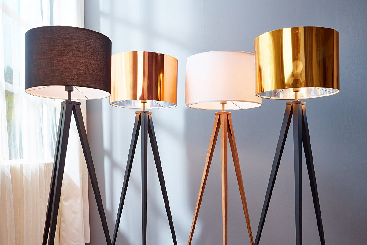Lampa podłogowa trójnóg – jak ją wykorzystać w nowoczesnych wnętrzach