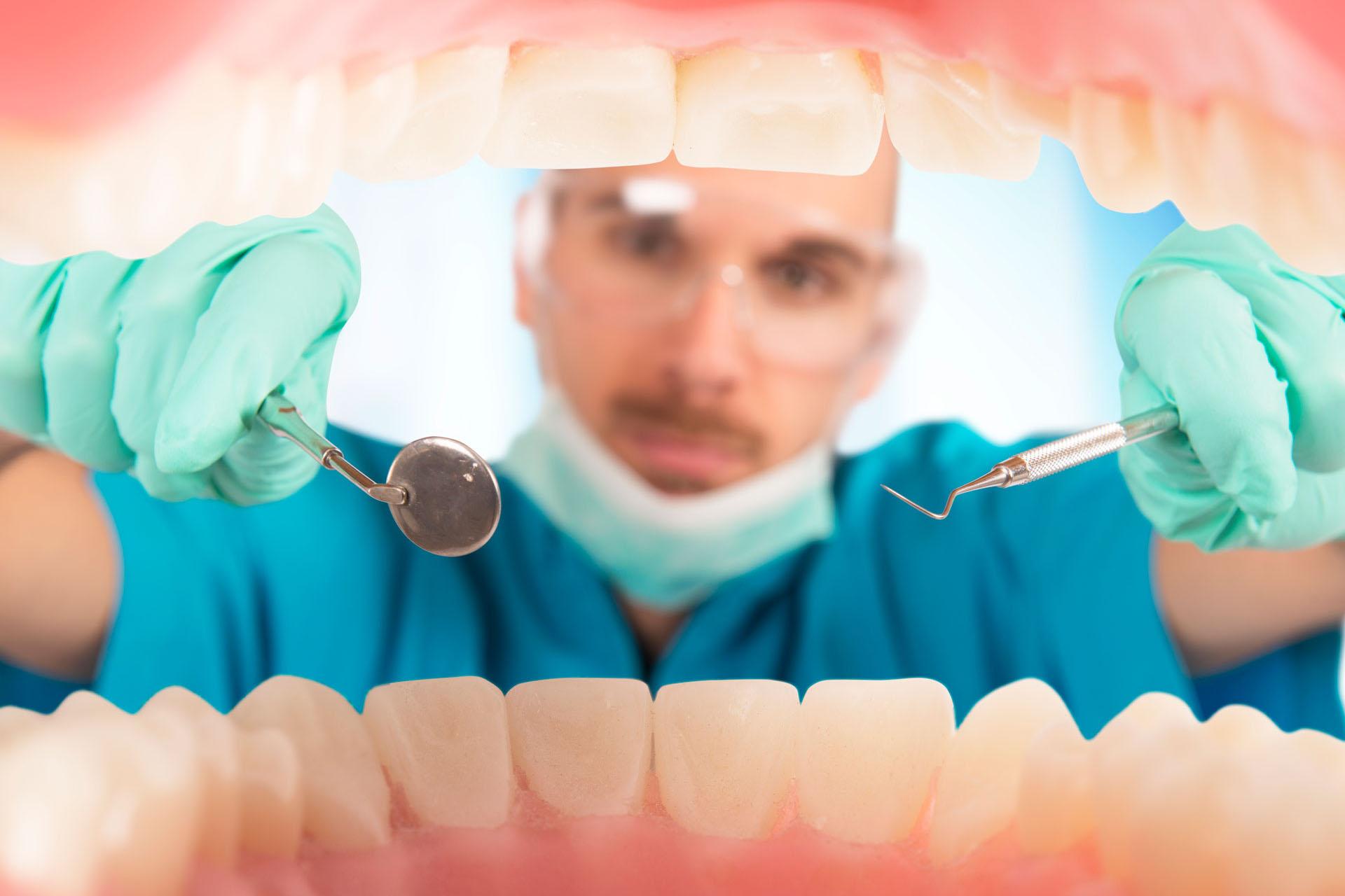 Znaczenie diety w walce o zdrowe zęby oraz porcelanowe rozwiązania na ich utratę
