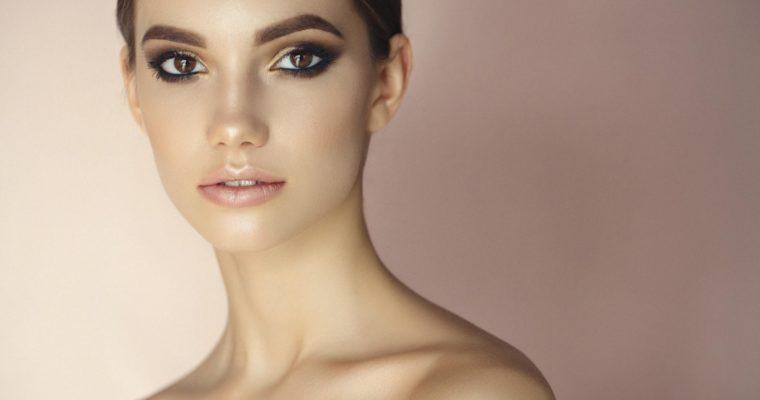 Popularne zabiegi na twarz – czy warto?