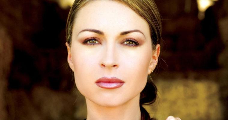 Powiększanie ust kwasem hialuronowym – opis zabiegu