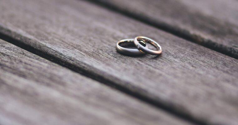 Jaki pierścionek z kamieniem szlachetnym wybrać?
