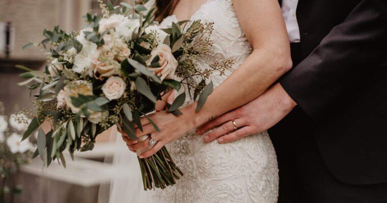 Eleganckie suknie ślubne dla puszystych