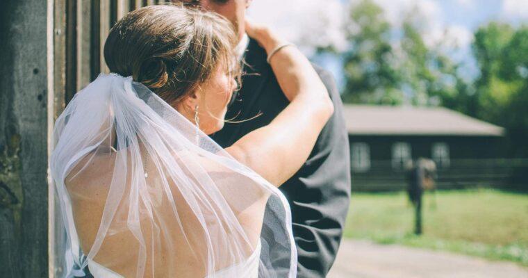 Modne suknie ślubne dla puszystych