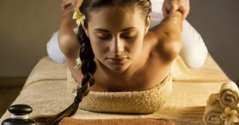 Aluminiowe czy drewniane? Jakie łóżko do masażu będzie najlepsze?
